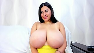 Huge Tits Play and Suck