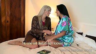 Lesbea HD Mature teacher eats juices of MILF with huge boobs