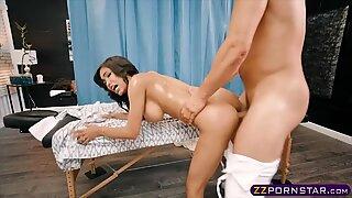 She gets a deep tissue massage into her wet snatch