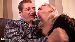 Amateur mature housewife fucking and sucking hard