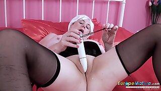 EuropeMature British Lady Solo Toying Masturbation