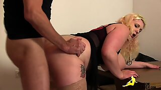 Fat girl gets fucked